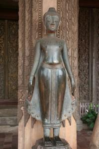 """Bouddha dans la position de """"demande de la pluie"""" (typiquement lao)"""