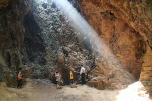 Sur le site n°1, une grotte qui a probablement servi de refuge durant la guerre