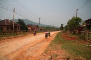 La route pour se rendre au site n°2 des plaines des jarres