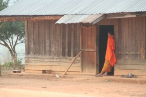 Peu de monde dans ce temple mais les moines sont là et veillent à ce que tout se passe ben