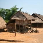 Un village au bord de la route