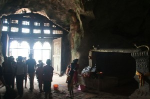 La grotte supérieure, beaucoup plus sombre