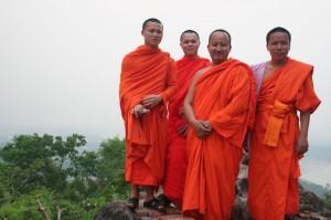 Un groupe de moines, qui cherchait quelqu'un pour les prendre en photo, nous a trouvés